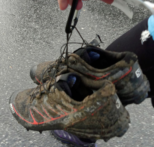 Leriga skor efter loppet.