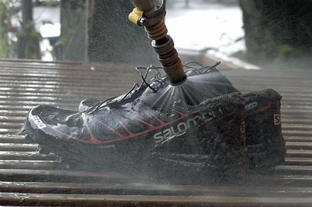 Tvättar skor
