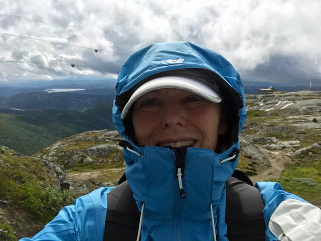 Ingrid på väg nedför berget